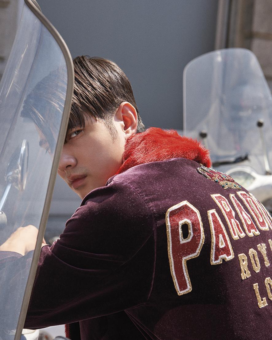 Mario Maurer wears a velvet coat with fur collar by Dolce&Gabbana