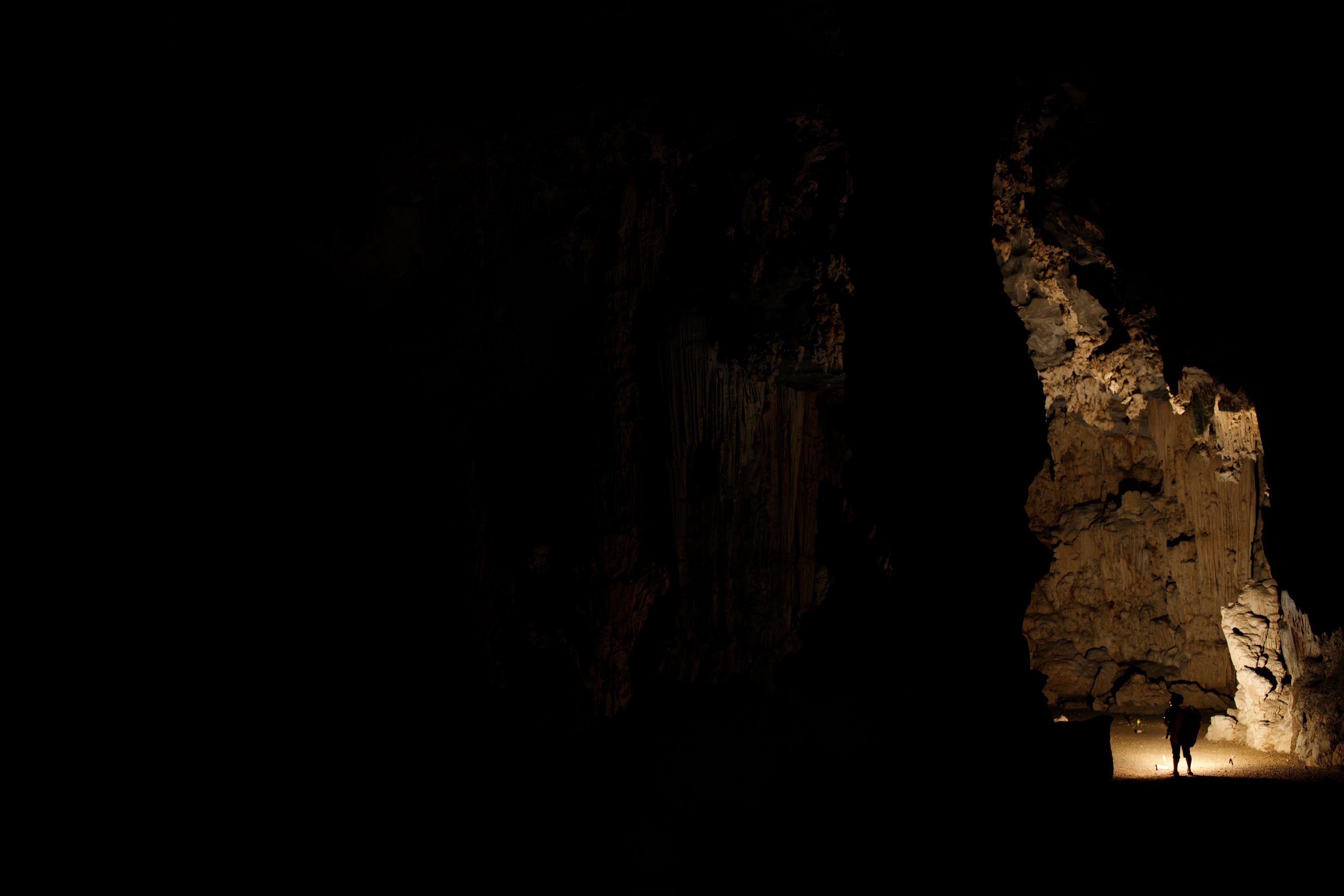 Exploring the Tú Làn limestone caves in near-perpetual darkness