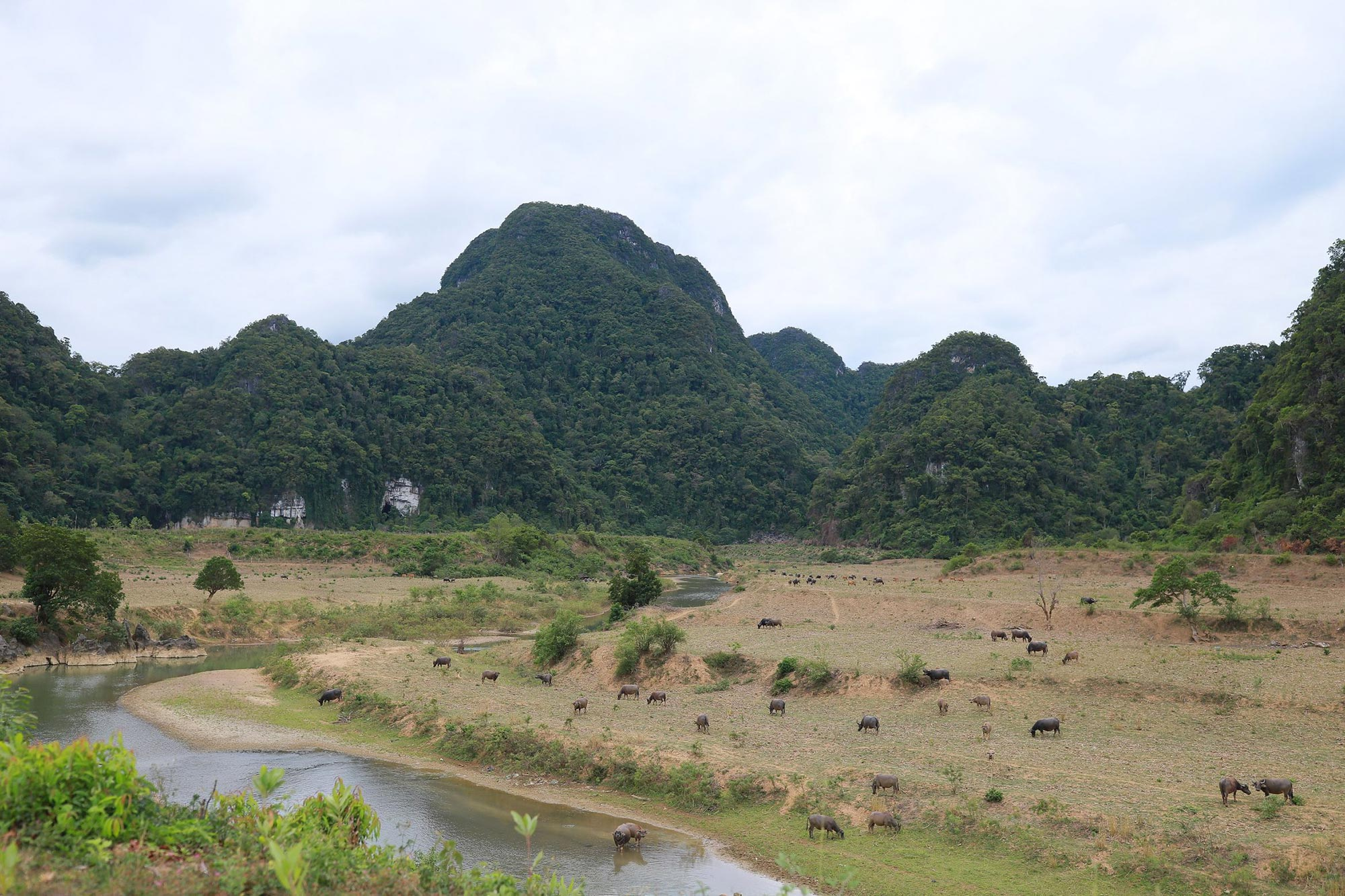 The picturesque landscape surrounding the village of Tan Hoa, where adventurers set off for the Tú Làn limestone caves