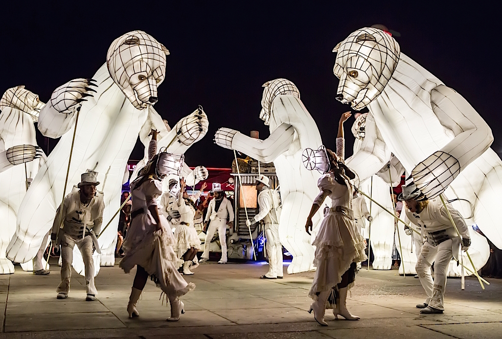 voilah france singapore festival: French performance group Cie Remue-Menage will be parading through Gardens By the Bay with its bear's mouth performance