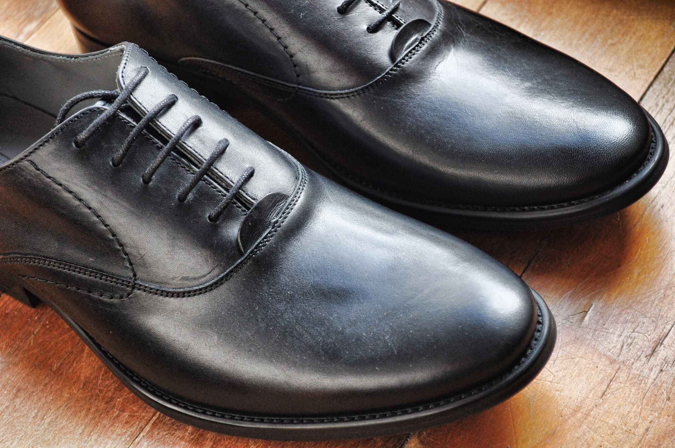 A pair of black swan neck oxford dress shoes