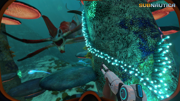 Indie video games: confronting one of the multiple alien marine life you'll bump into.