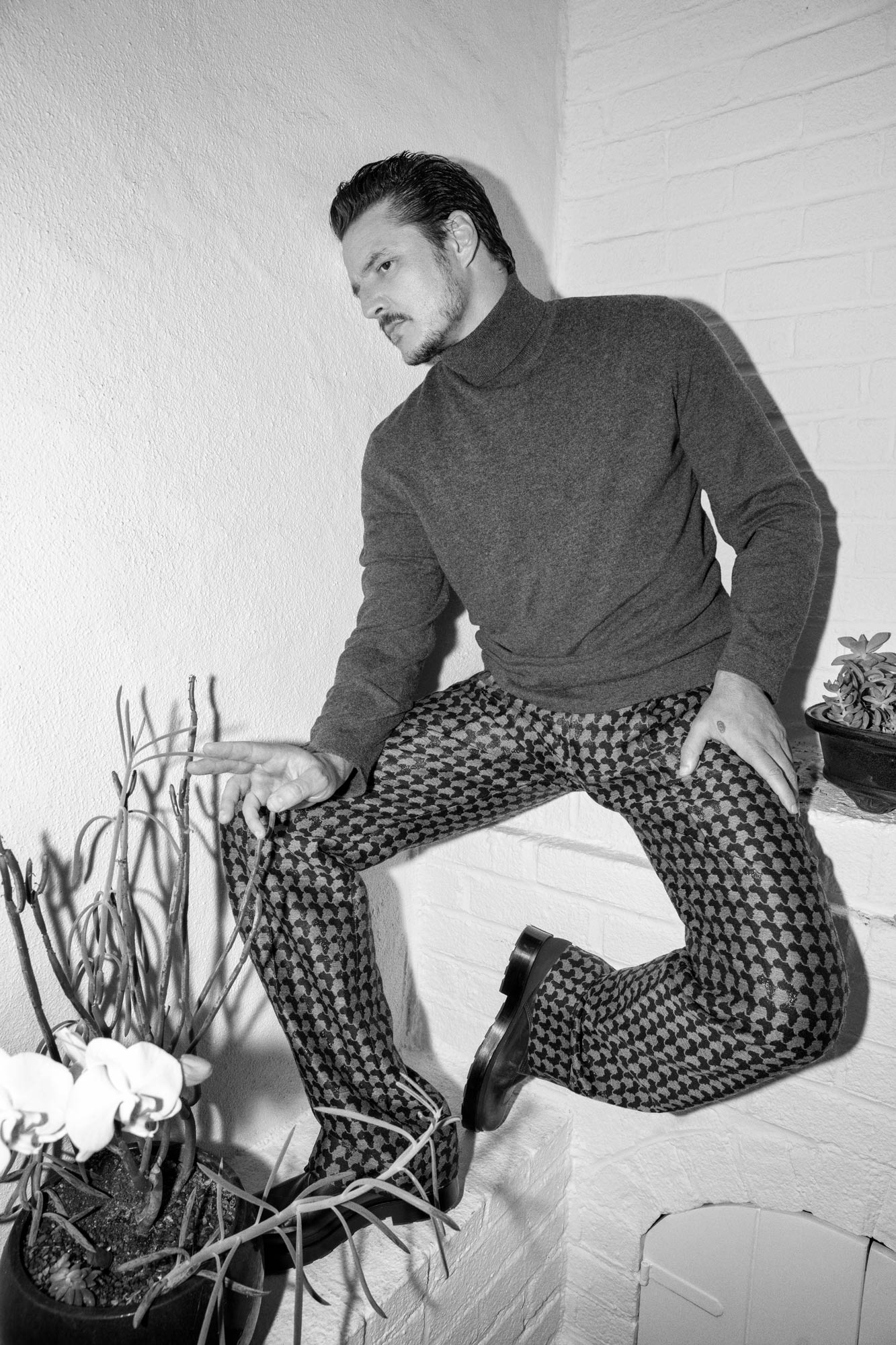 Pedro Pascal is wearing Brunello Cuccinelli's cashmere sweater, Louis Vuitton's trousers, and BOSS' calf-leather shoes.