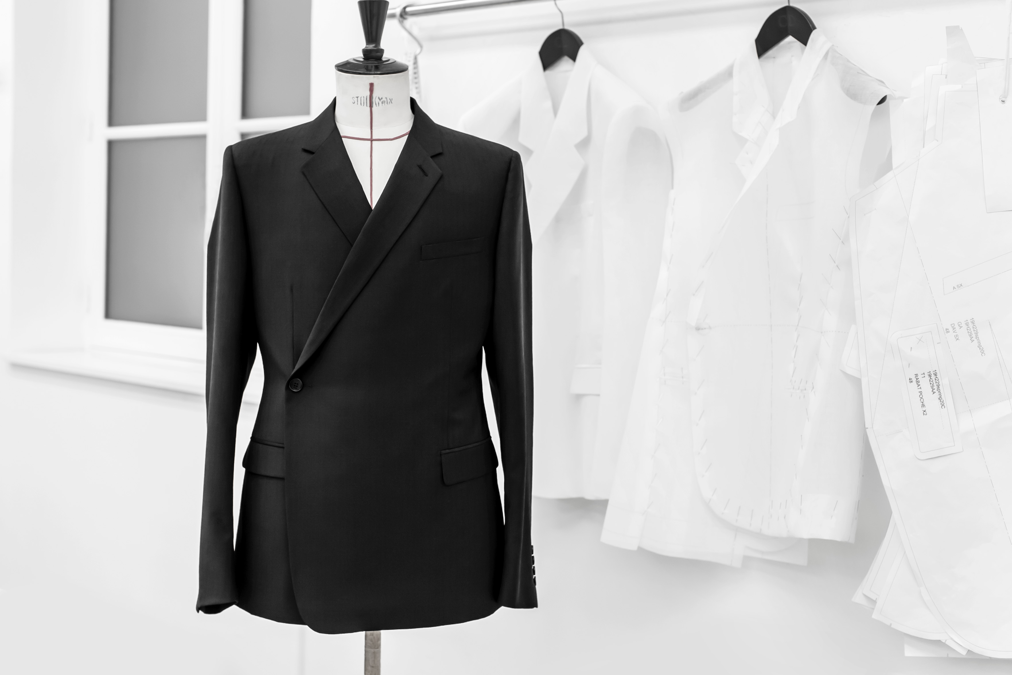 Why You Should Make a Fashionable Investment on the Dior men Tailleur Oblique suit