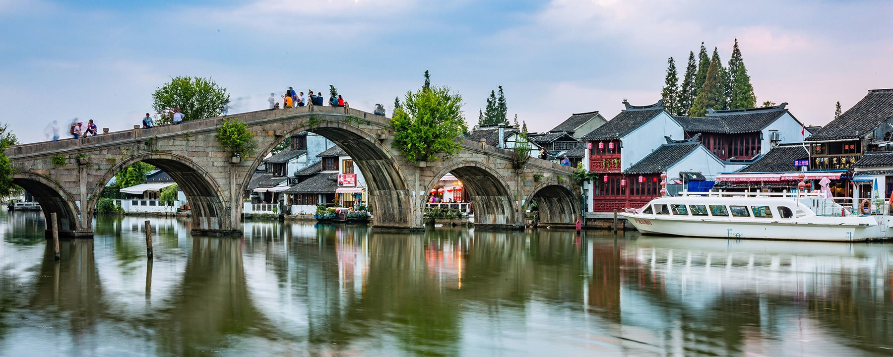 Shanghai travel guide: the Fangsheng Bridge at Zhujiajiao Water Town.