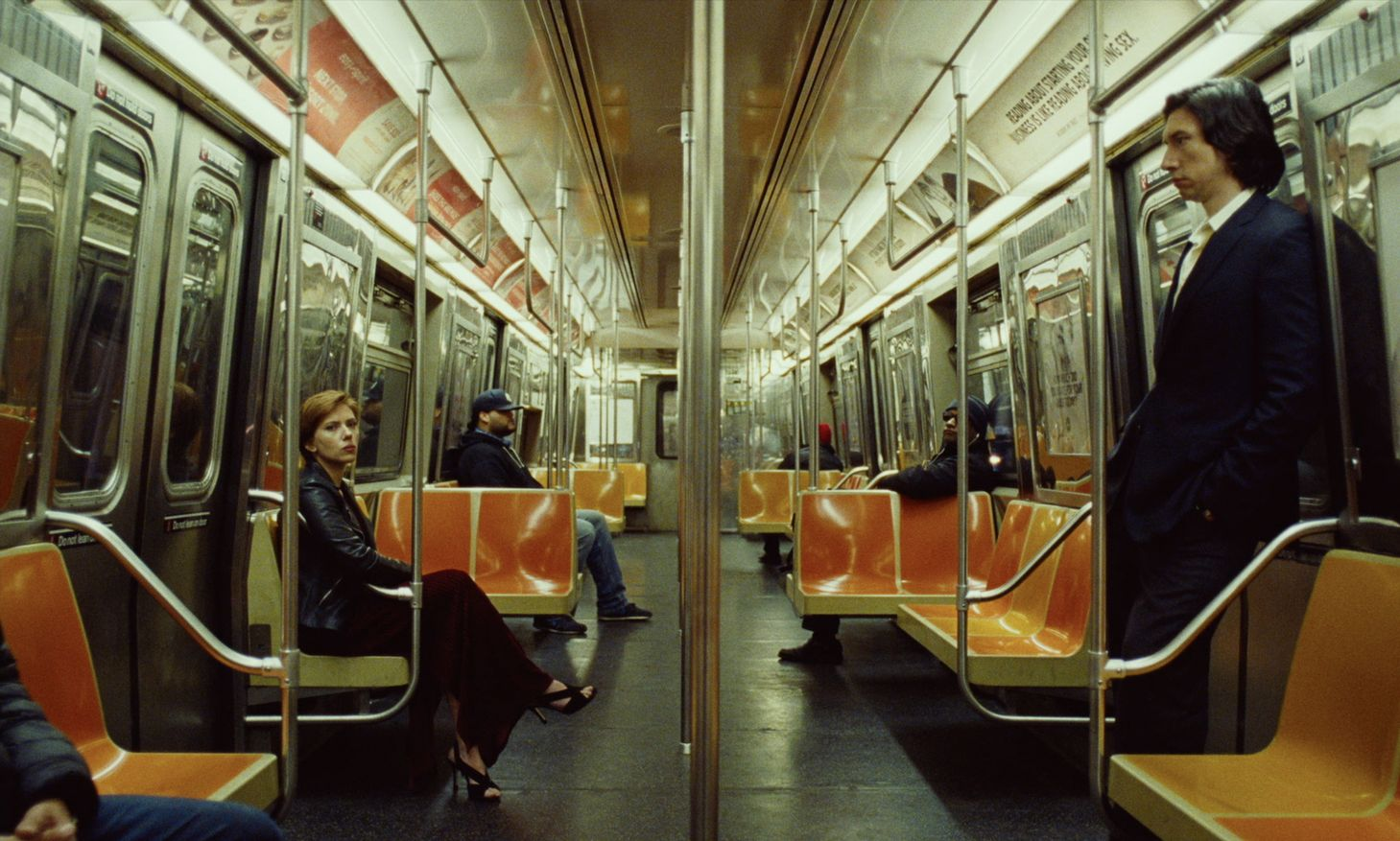 Netflix Marriage Story: Nicole and Charlie Barber on the subway train.