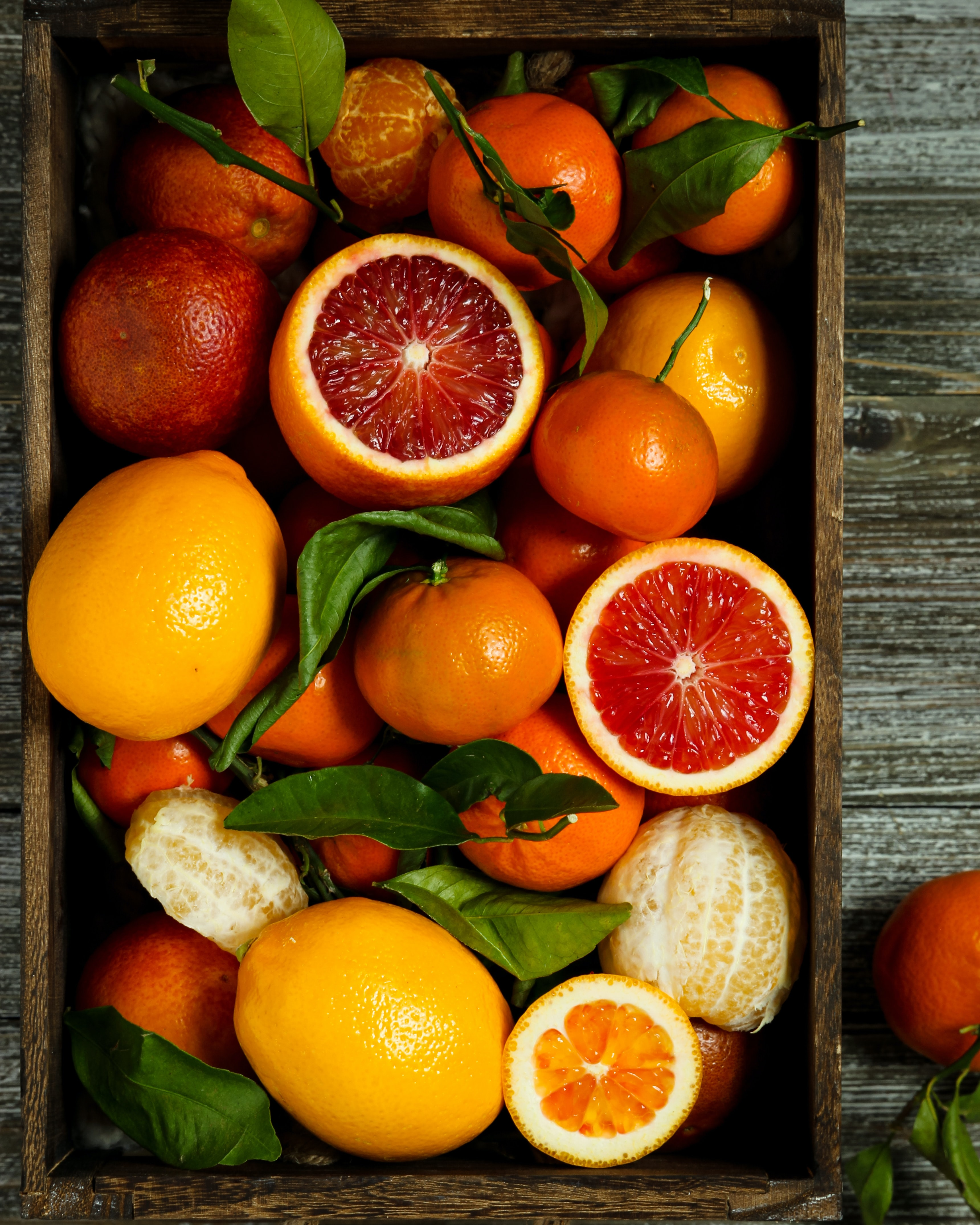 All it takes is a dose of vitamin C in your grooming routine to erase dark spots and even out your skin tone. Photo: Dora Cavallo on Unsplash