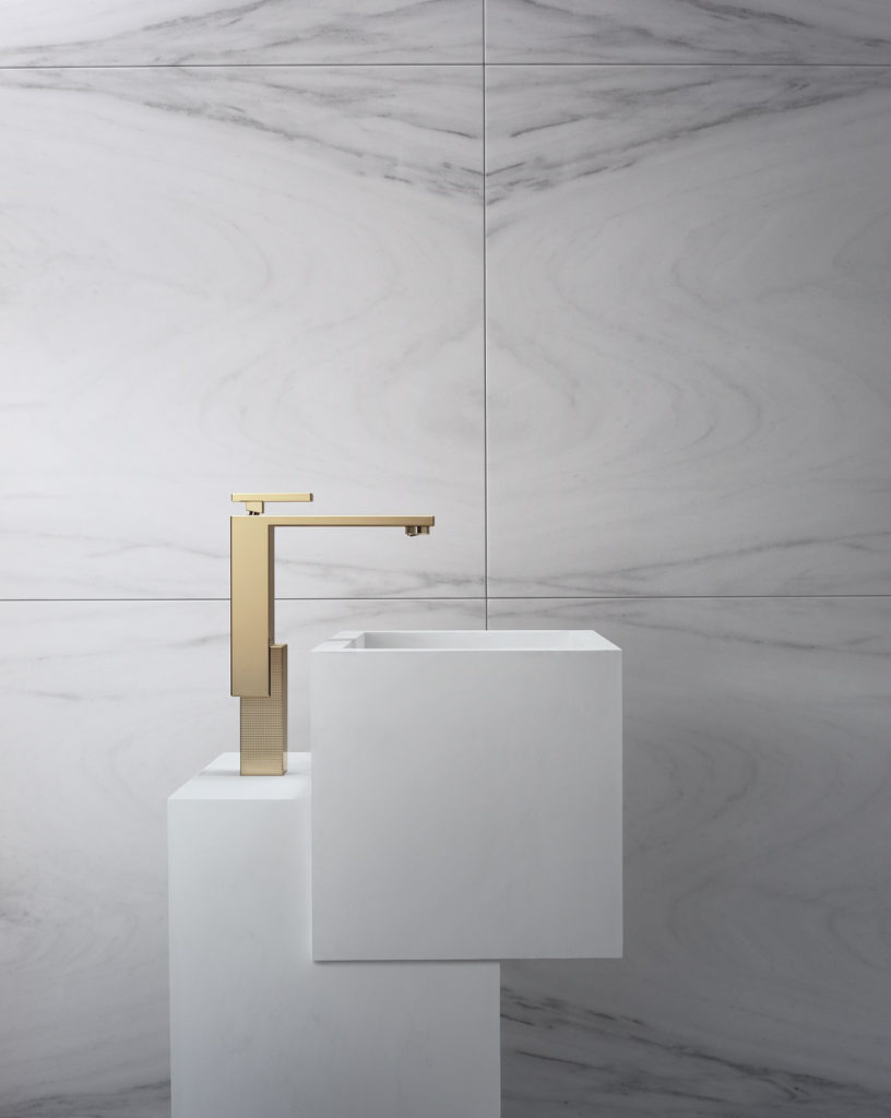 Axor Edge washbasin faucet in polished bronze