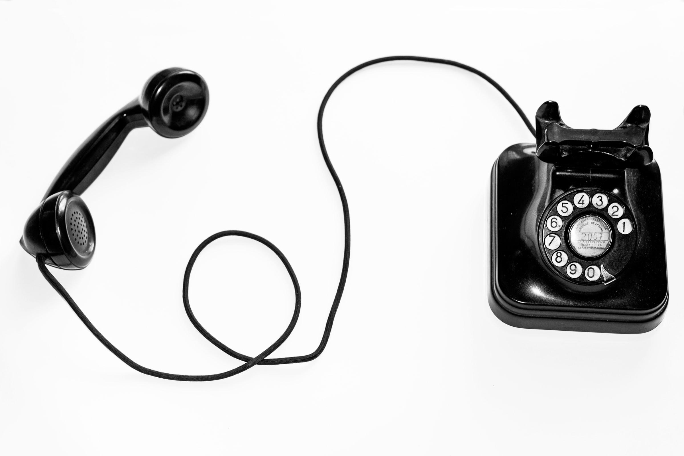 Noah & Zoey Launch Dial-A-Friend Hotline With 1800-FRIENDS