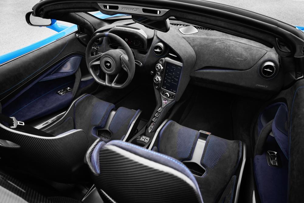 765LT Spider interior