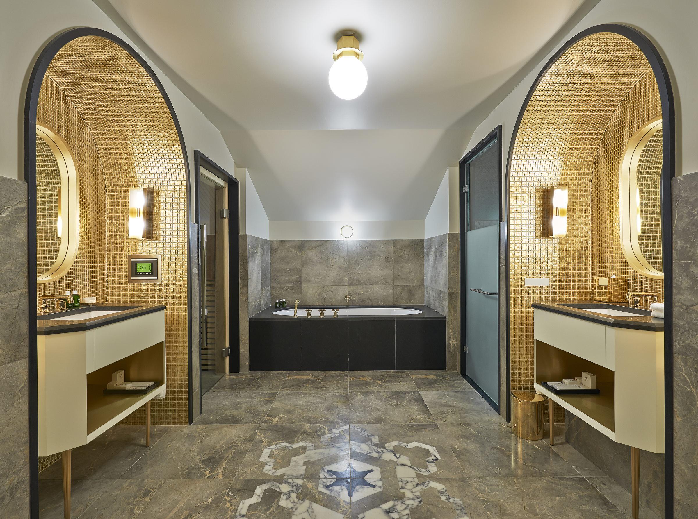 Making A Splash: Most Luxurious Hotel Bathrooms